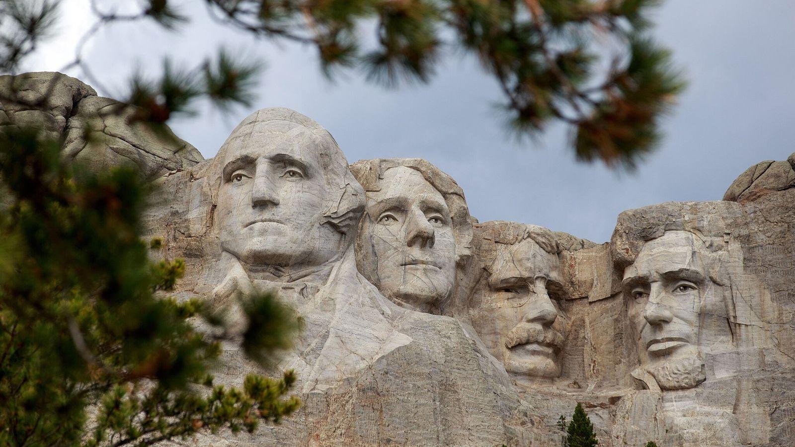 O Memorial Nacional do Monte Rushmore em Keystone, no Dakota do Sul, foi esculpido entre 1927 e ...