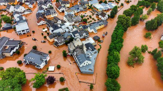 No município alemão de Kordel, uma vila foi invadida pelas inundações.