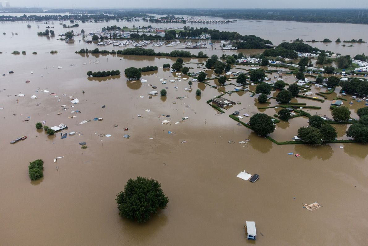 Água das inundações cobre um parque de campismo nos Países Baixos, no dia 16 de julho.