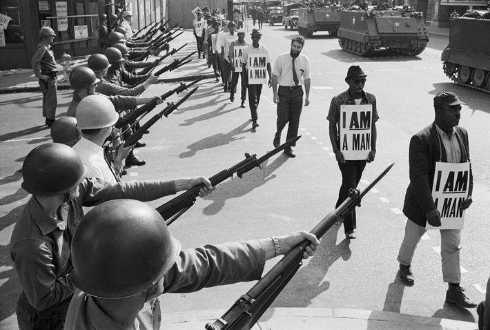 No dia 28 de março de 1968, as baionetas apontadas e a presença de tanques ameaçavam ...