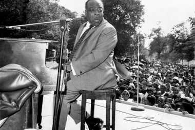 Count Basie no palco durante o Festival Cultural de Harlem