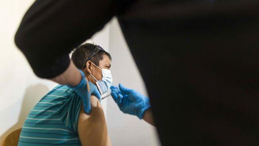 Há evidências de que as pessoas vacinadas podem ficar infetadas e propagar facilmente a variante Delta