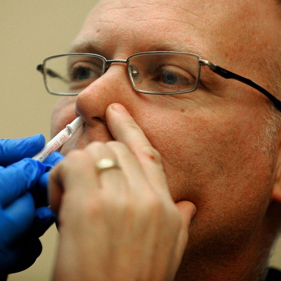 Uma inalação em vez de injeção? As futuras vacinas COVID-19 poderão ser intranasais.