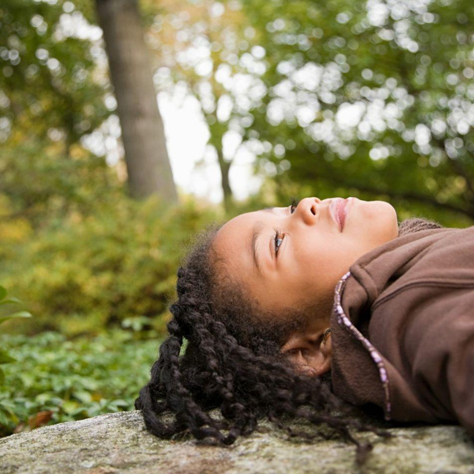 Alivie o stress dos seus filhos com um 'banho de floresta'