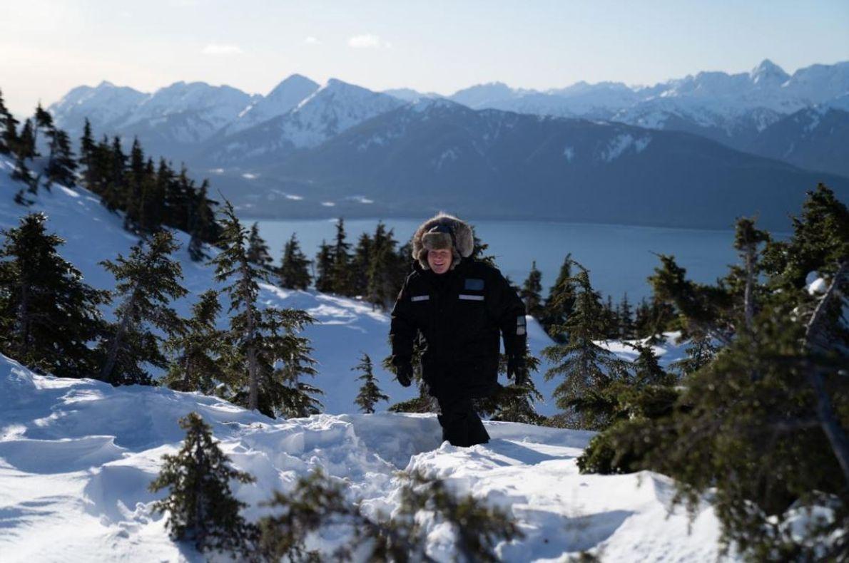 Gordon Ramsay caminha pelas paisagens do Alasca, numa aventura culinária repleta de gelo.
