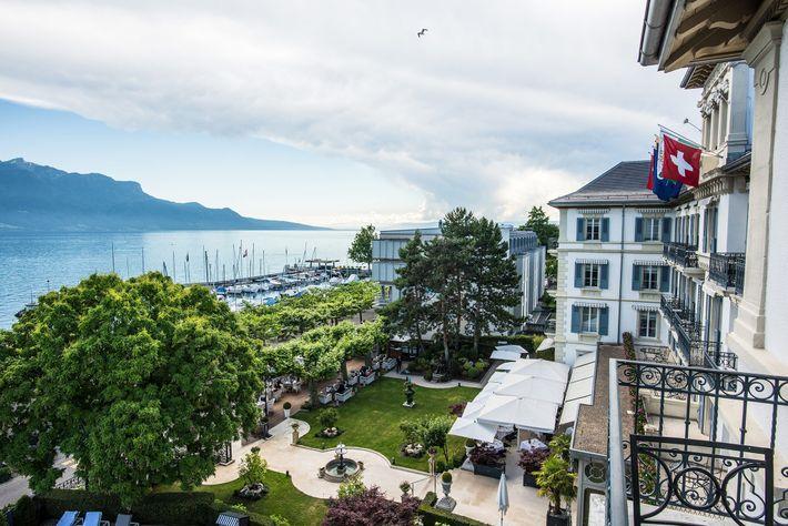 O histórico Grand Hôtel du Lac fica no coração das festividades.