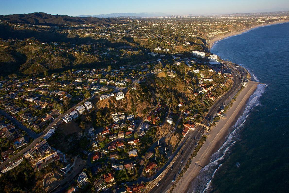 Em 2013, a cidade de Santa Mónica fez um levantamento das necessidades e preocupações da comunidade, ...