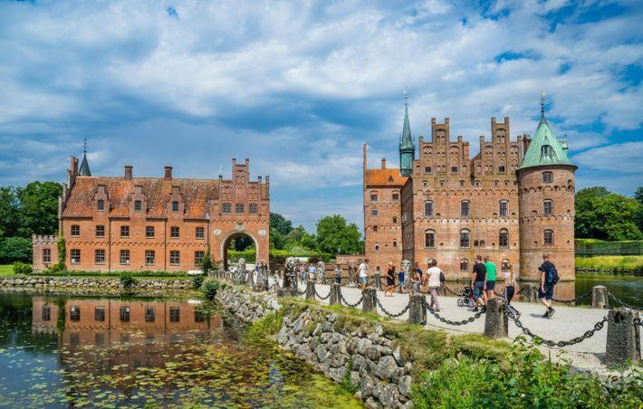 Dinamarca, Funen, Egeskov Slot, vista do castelo renascentista de água do século 16