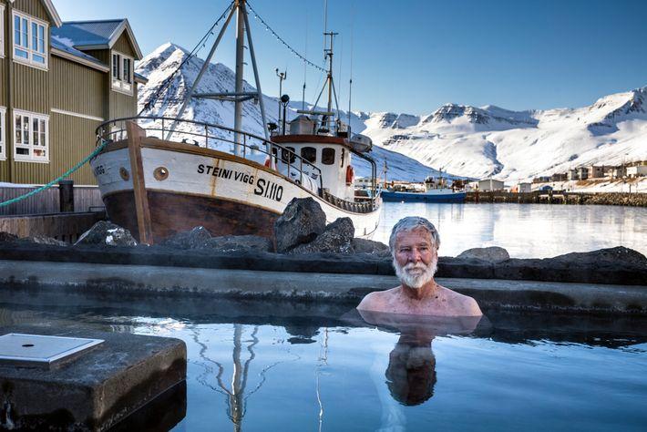 Siglufjörður, apelidada de Sigló, é uma vila piscatória na Arctic Coast Way muito popular entre os ...