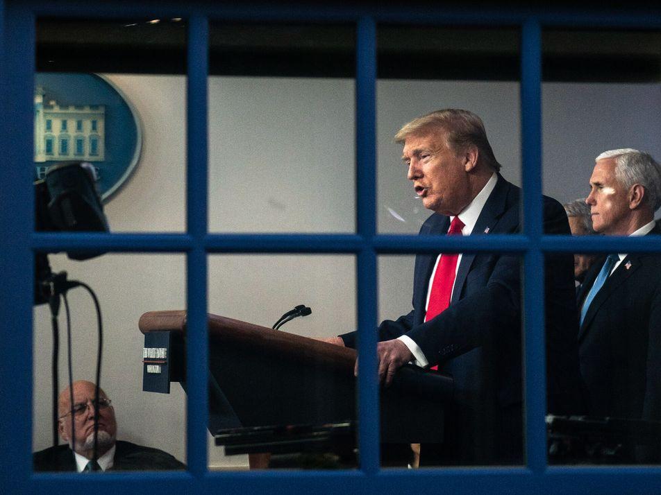 Pedidos para Substituir Trump Através da 25ª Emenda Estão a Aumentar