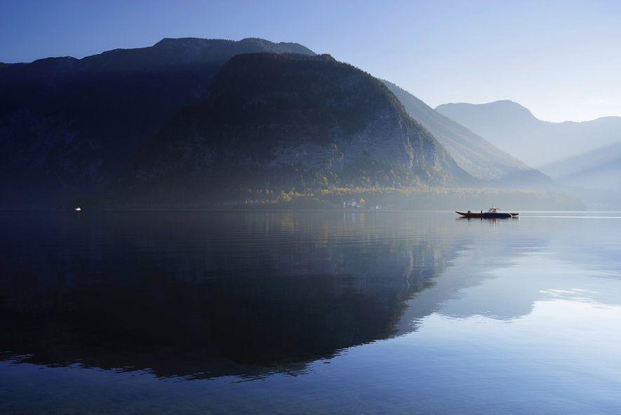 Desfrute de Hallstatt no lago: é possível alugar barcos a pedais, a remos e barcos elétricos ...