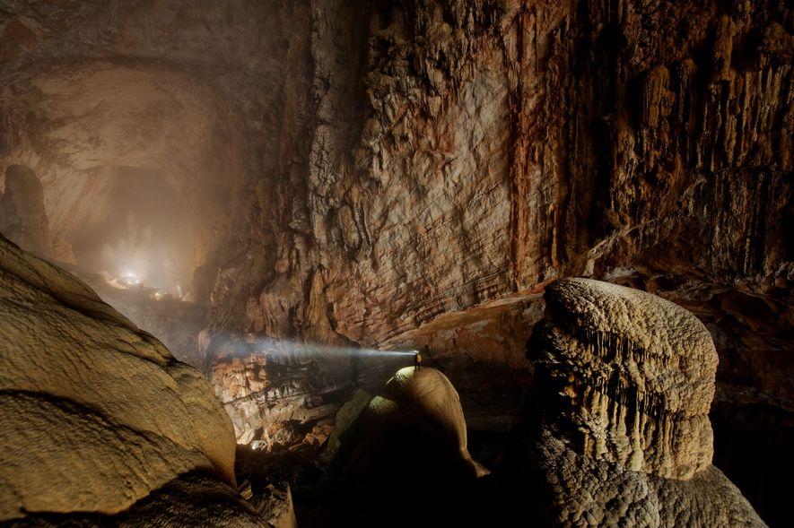 A gruta Hang Son Doong, no Vietname, é a maior do Planeta. Esta gruta é tão ...