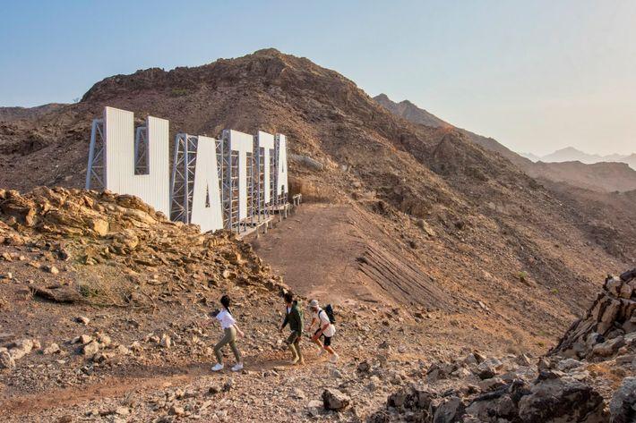 A caminhada até às montanhas de Hatta oferece vistas magníficas.