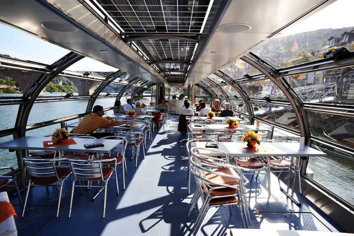 Viagens de barco panorâmicas.