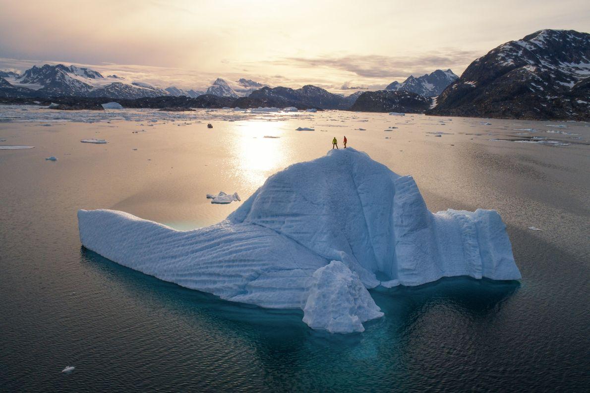 As paisagens dramáticas da Gronelândia inspiram os viajantes a explorar as suas vistas deslumbrantes no topo ...