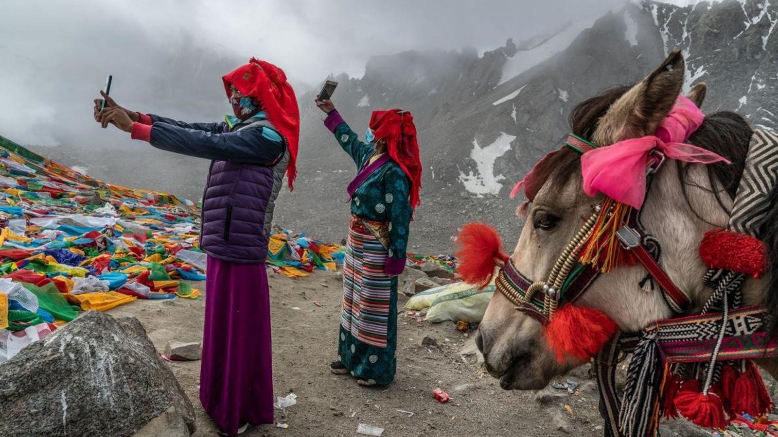 CHINA Em Setembro passado, peregrinos tiravam selfies em Drolma La, o ponto mais alto da sua kora ...