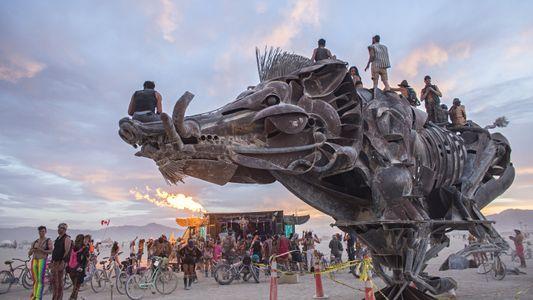 Estas Fotografias São a Prova do Quão Selvagem o Festival Burning Man Realmente É