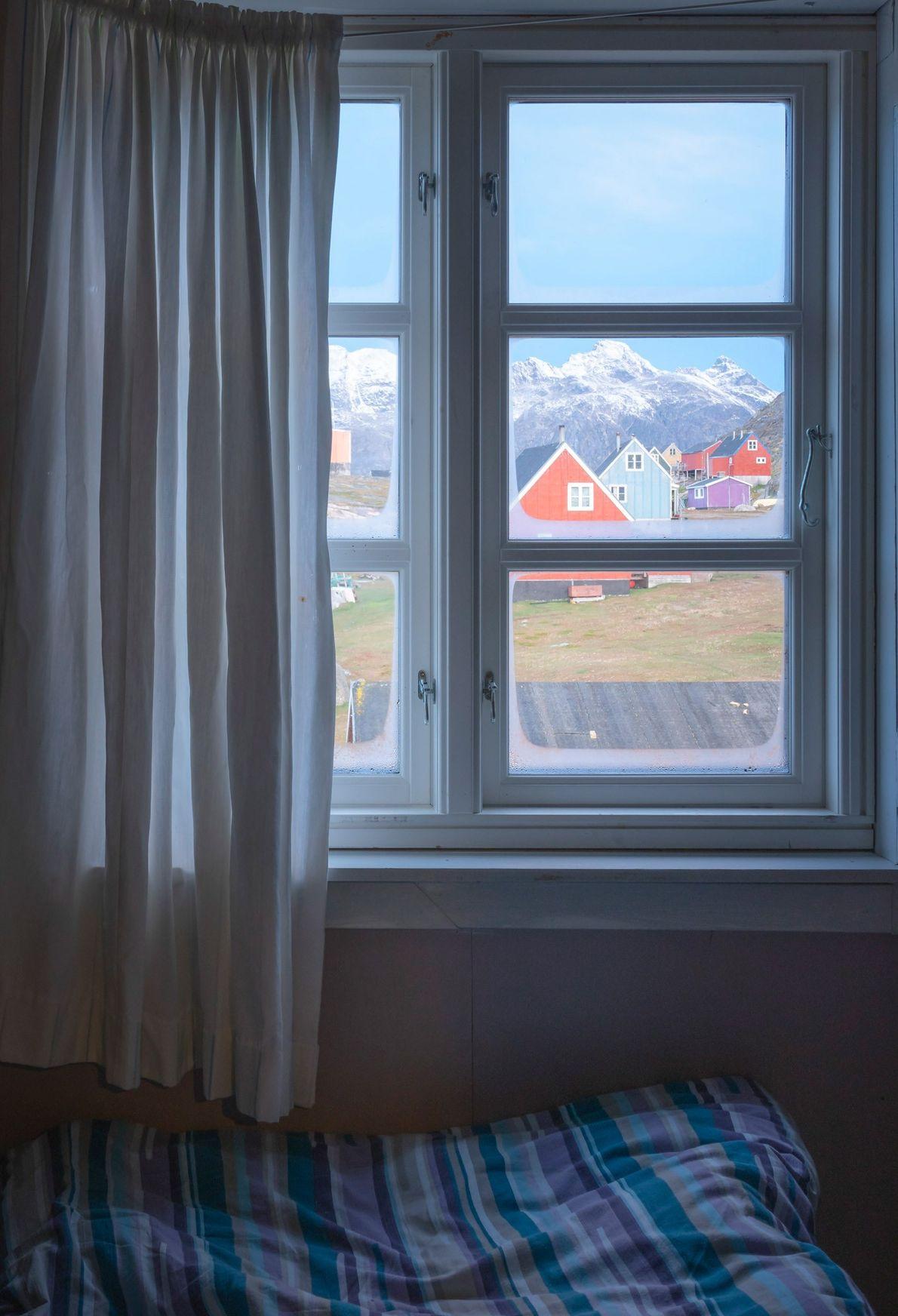 Durante a sua visita à vila de Tasiusaq, com cerca de 50 habitantes, Chu ficou hospedado ...