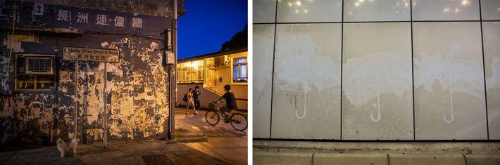 """Esquerda: Os panfletos rasgados ainda podem ser vistos neste antigo """"Muro Lennon"""", na Ilha Cheung Chau, ..."""