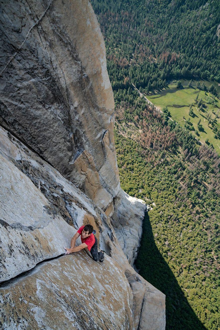 Na Califórnia, com o vale de Yosemite muito abaixo de si, Alex Honnold faz um 'free ...