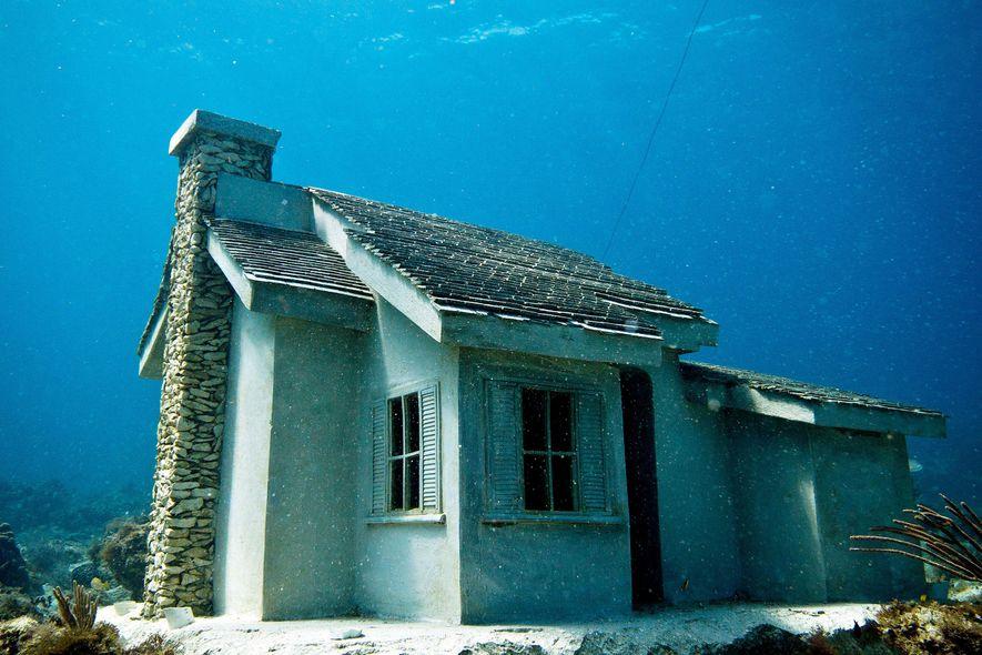 O museu subaquático de Cancun é uma colaboração entre biólogos e o artista Jason deCaires Taylor, ...