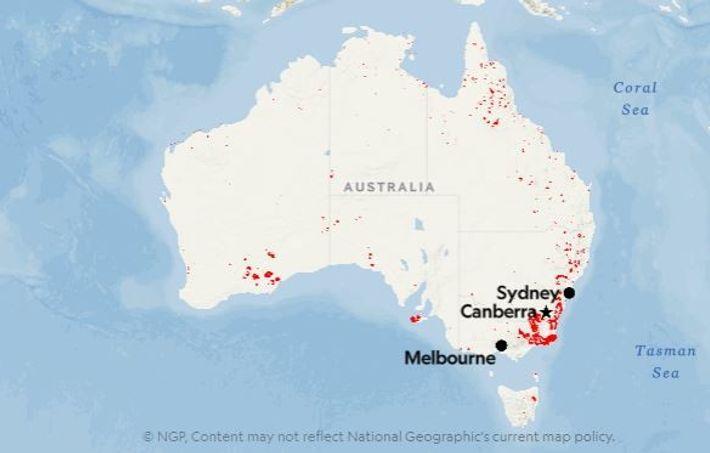 Os pontos vermelhos mostram as localizações dos incêndios detetados na Austrália na segunda semana de janeiro ...