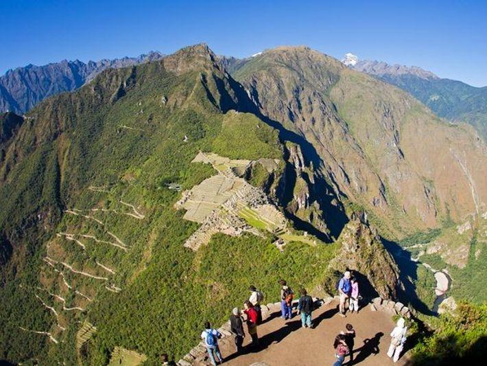 O cume do Huayna Picchu, também conhecido como Wayna Picchu, dá trekkers uma visão panorâmica de ...