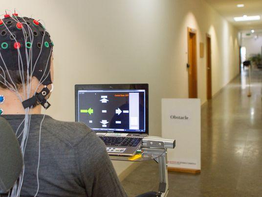 Cadeira de rodas controladas pelo cérebro? Agora é possível