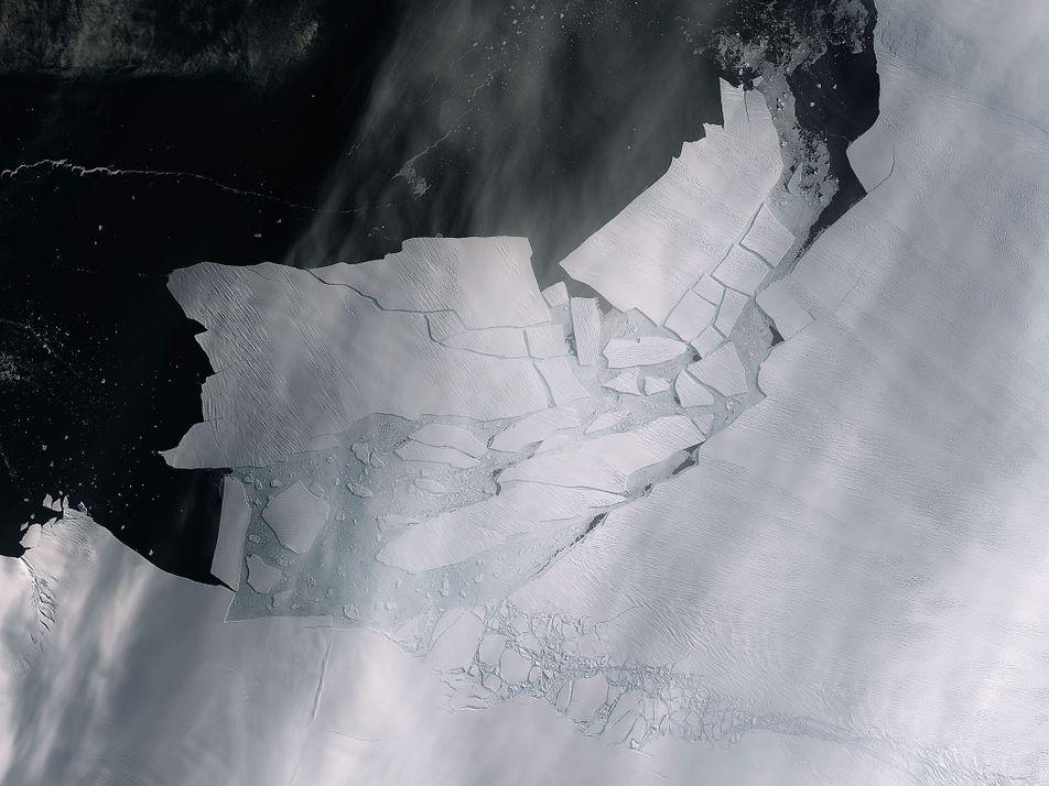 Icebergue Enorme Separou-se do Glaciar Mais Ameaçado da Antártida Ocidental