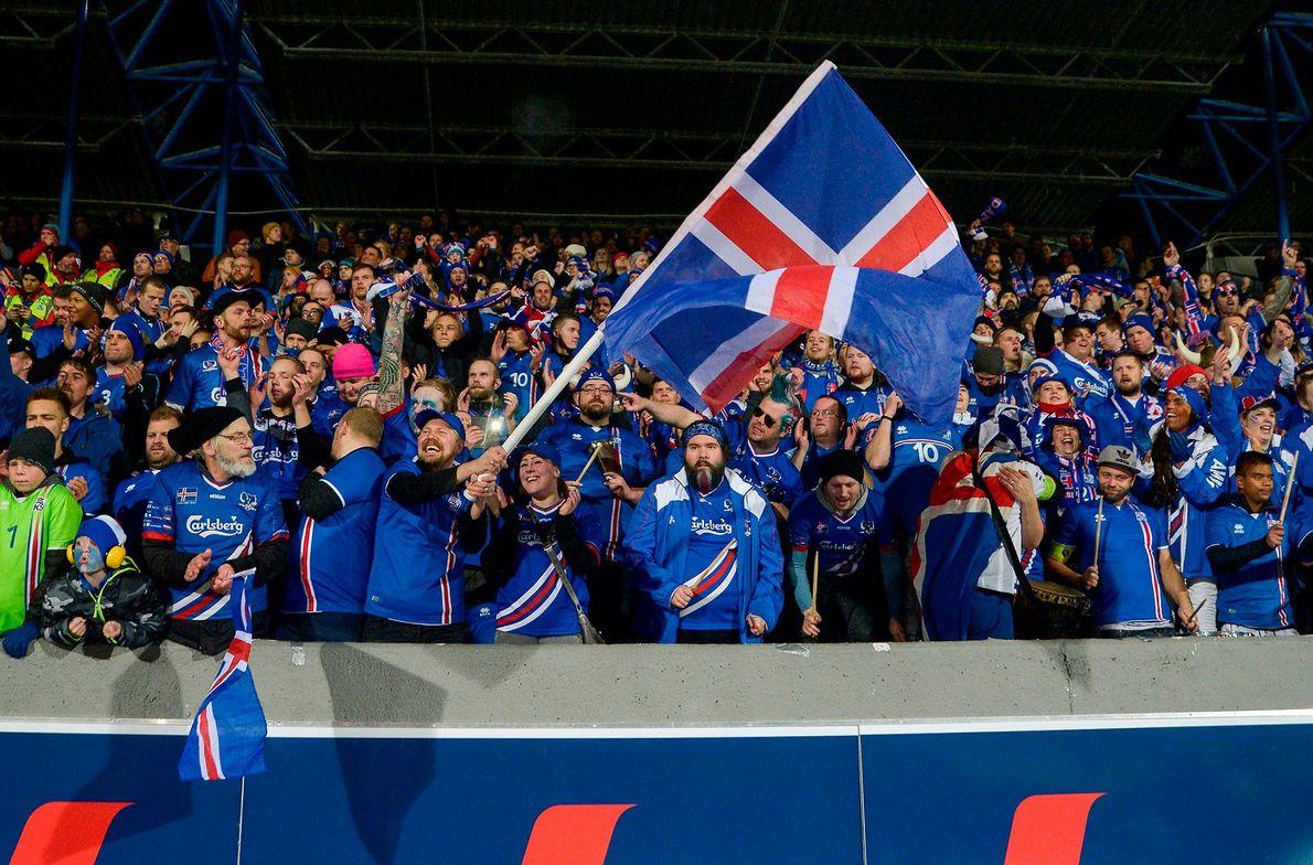 Porque É que a Seleção Nacional Islandesa Tem Tantos Fãs?
