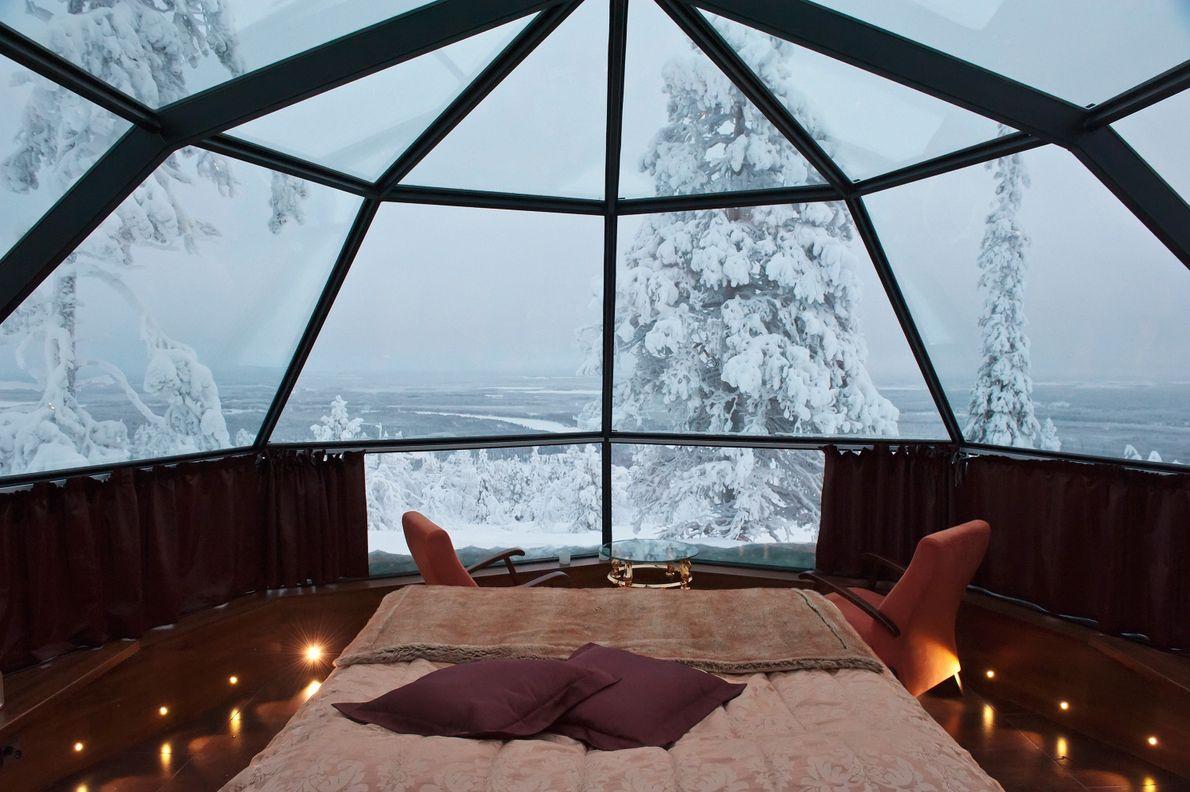 Um iglu, com a cúpula em vidro.