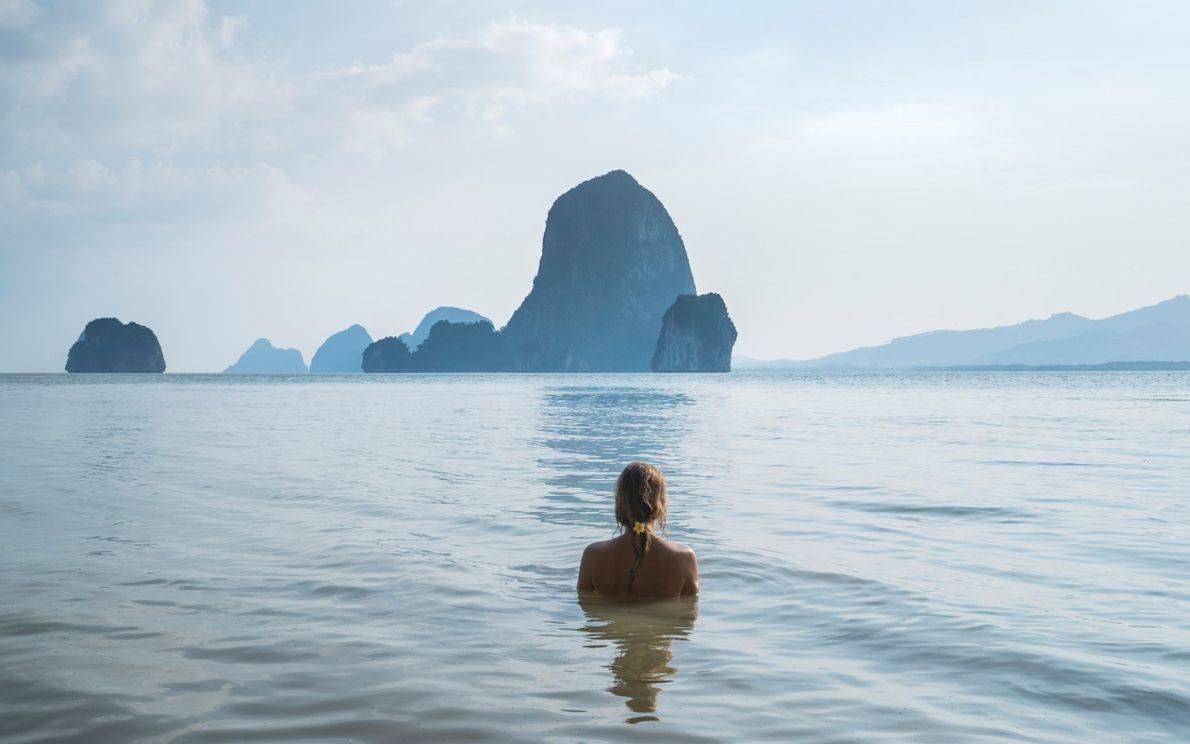 Joana Pinto Correia em contemplação durante a viagem Oceans and Flow  na Tailândia, em 2017.