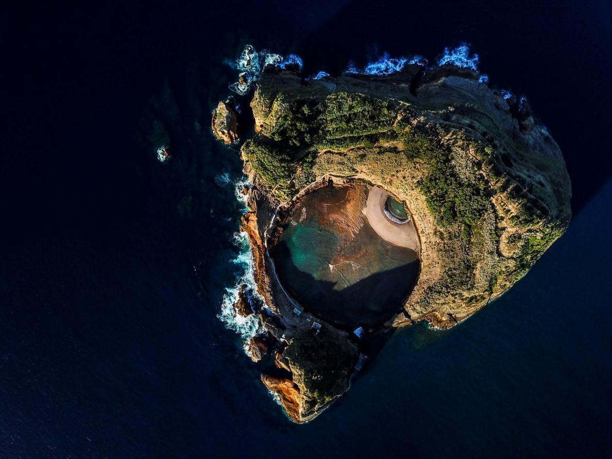 Com a permissão do Parque Natural, o Ilhéu de Vila Franca foi um dos palcos para ...