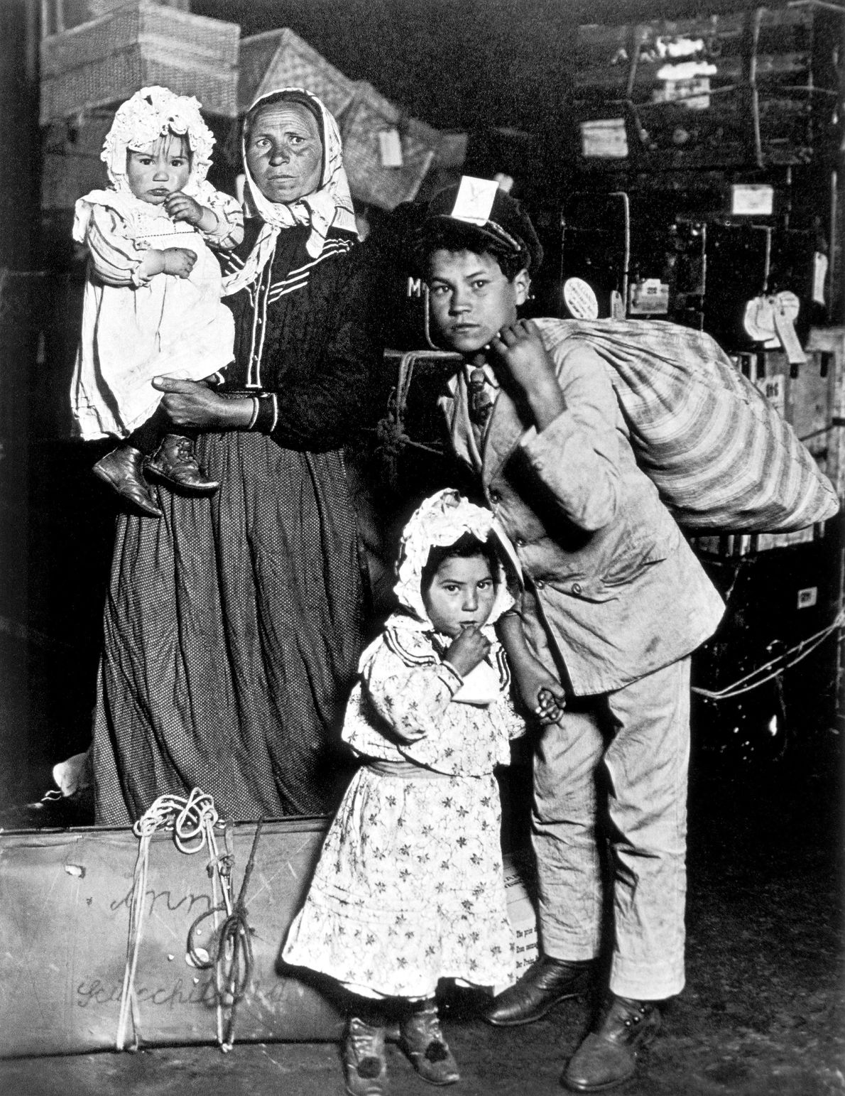 Família de imigrantes em Ellis Island