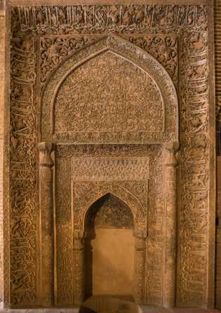 Este mirabe elaboradamente esculpido na mesquita de Ishfahan indica o caminho aos fiéis para Meca. Esta ...