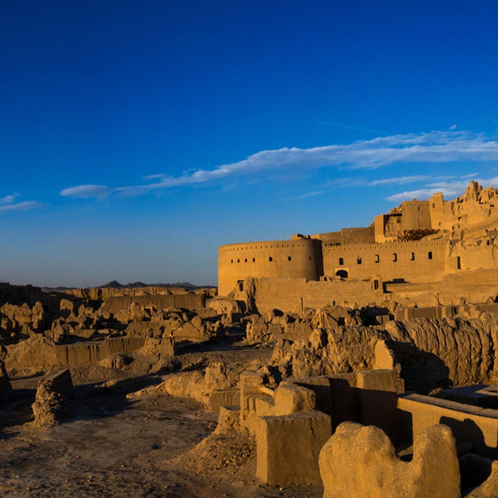 A cidadela de Bam, no sudeste do Irão, permanece vigilante sobre a cidade há mais de ...