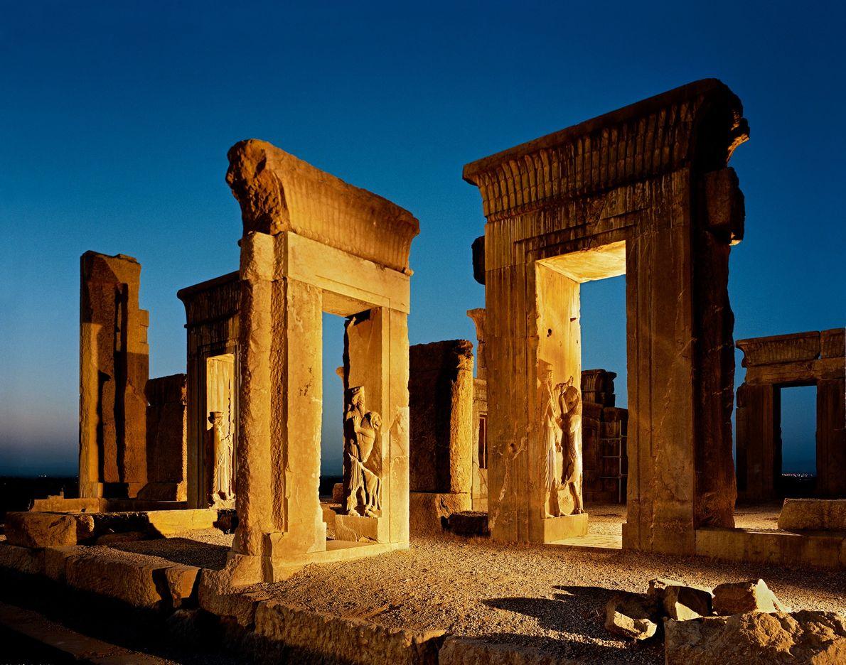 Estas portadas monumentais são quase tudo o que resta do palácio de Dario.