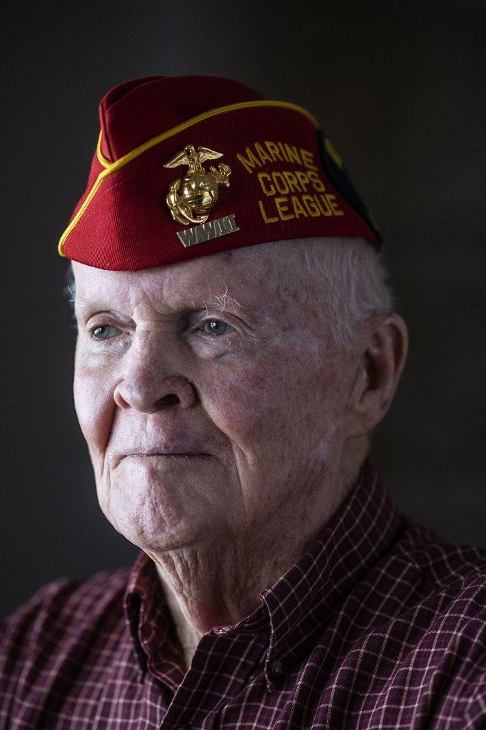 """""""Celebrei o meu vigésimo aniversário em Iwo Jima"""", diz John 'Jack' Thurman, agora com 94 anos. ..."""