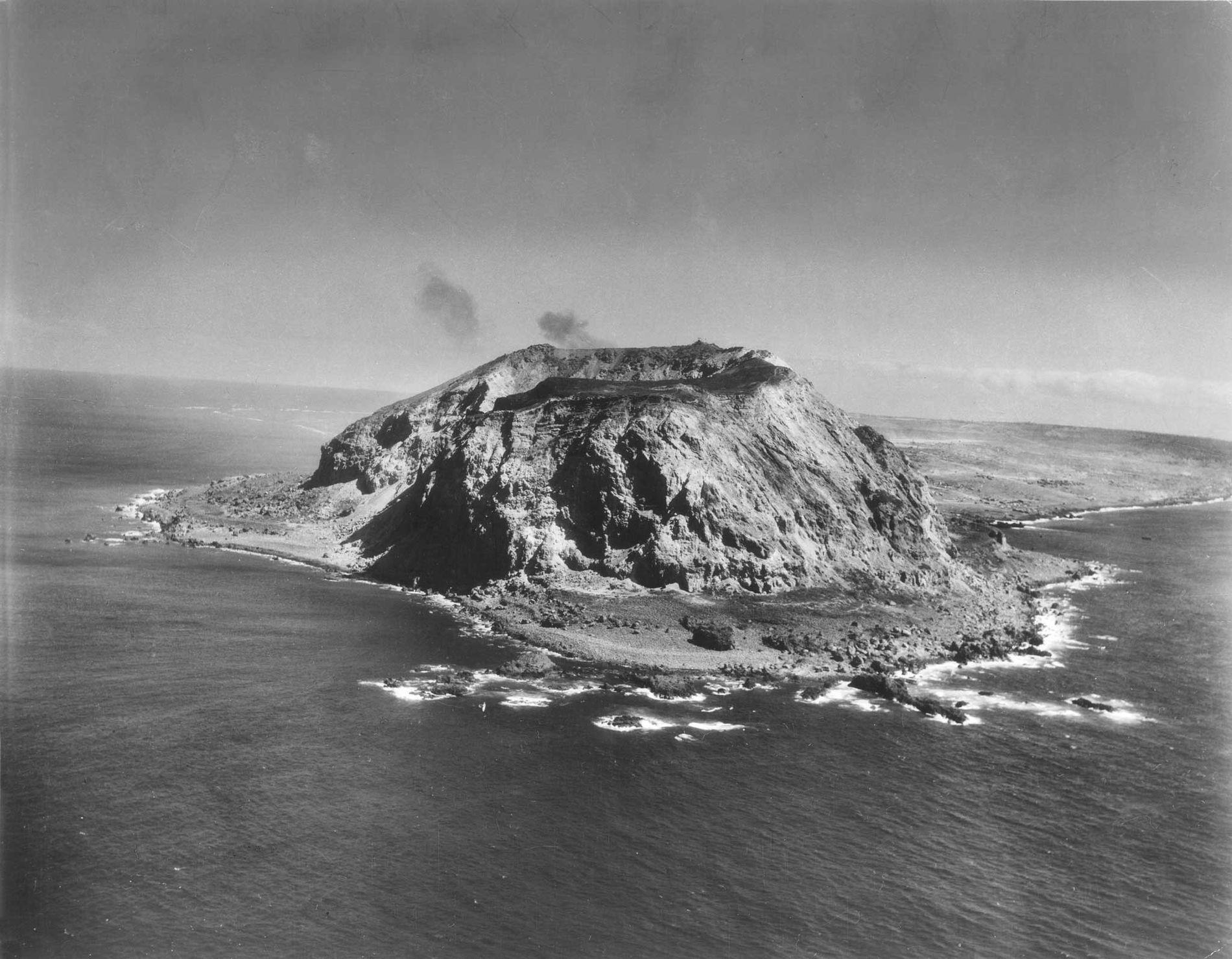 Dominada pelo Monte Suribachi de 169 metros, a ilha de Iwo Jima foi um importante ponto ...