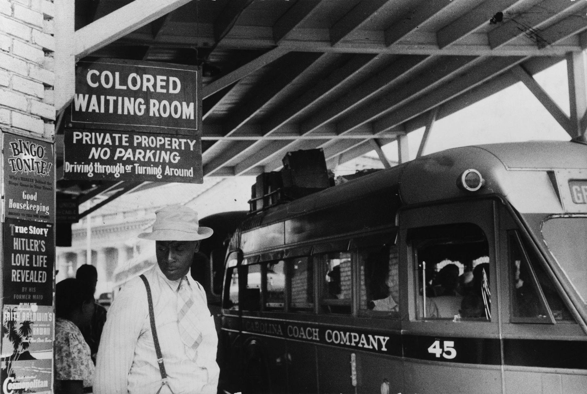 Depois da abolição da escravatura nos Estados Unidos, os cidadãos brancos nos antigos estados confederados criaram ...