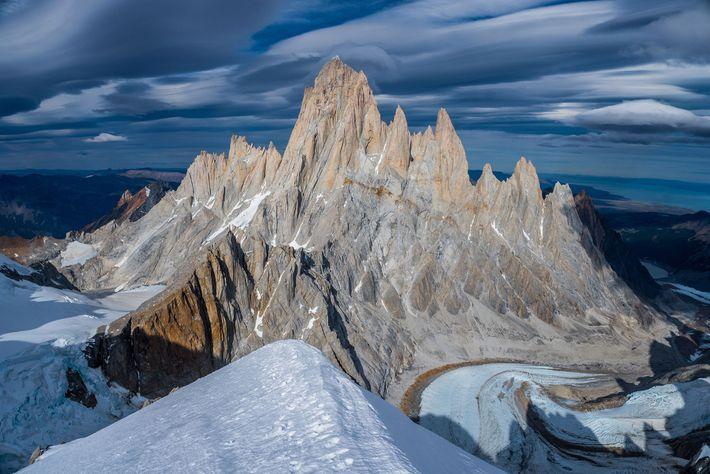 As icónicas torres do Maciço de Fitz Roy já aliciaram muitos alpinistas. Em 2002, o falecido ...