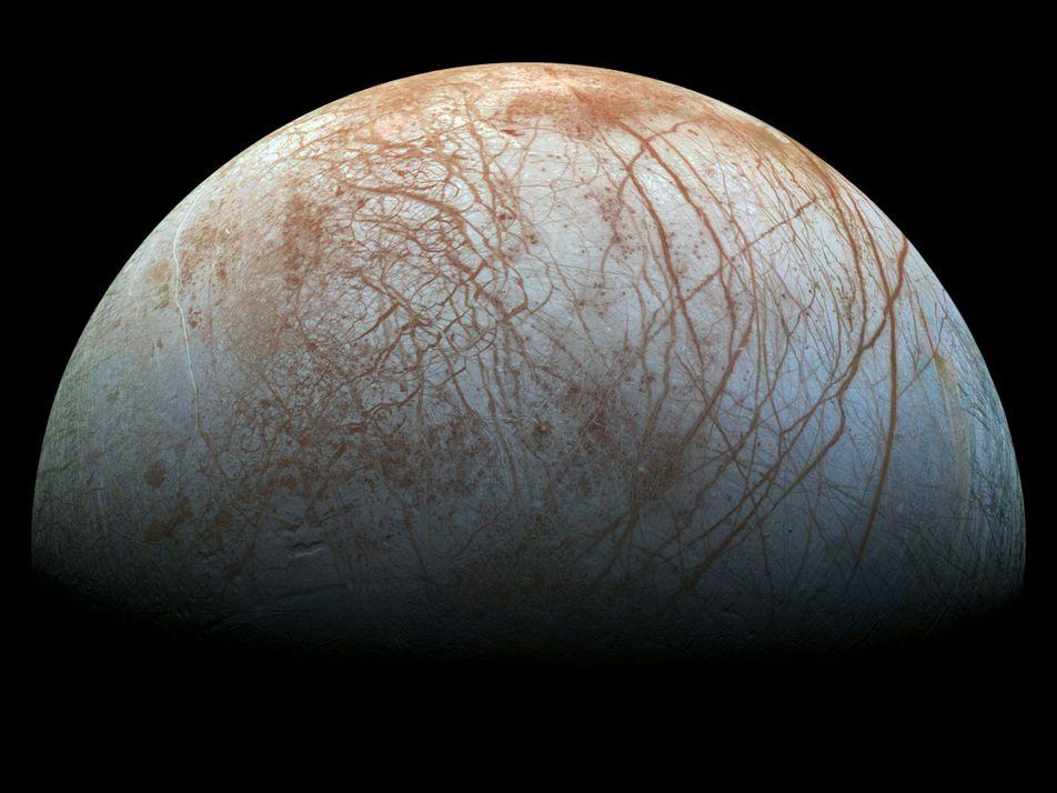 O que esconde uma bola de gelo? Eis Europa.
