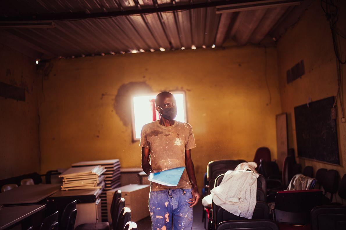 Salimo Mendes, na Associação de Moradores doBairro da Jamaica