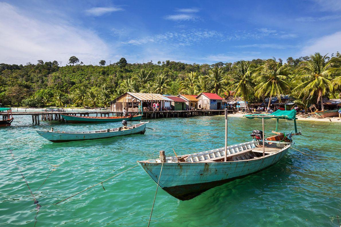 KEP, CAMBOJA – Esta cidade colonial francesa tem águas azul-turquesa, um passeio marítimo ladeado por estátuas …