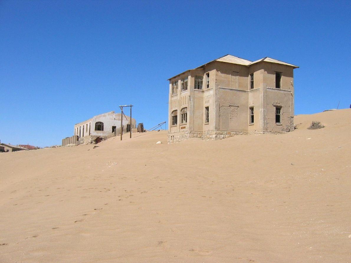 A areia invade as construções.