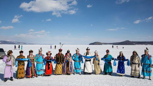Celebre o Inverno da Mongólia Num Antigo Lago Congelado