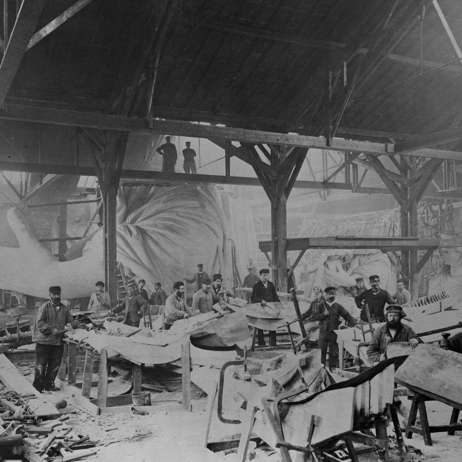 Fotografias históricas mostram a construção da Estátua da Liberdade