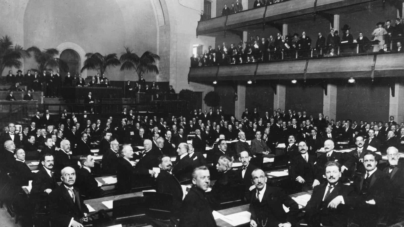 Membros da Sociedade das Nações reunidos em Genebra, na Suíça, em 1920.