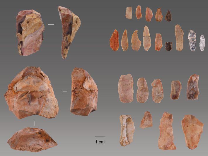 Todas as ferramentas encontradas no sítio arqueológico são em pedra lascada.