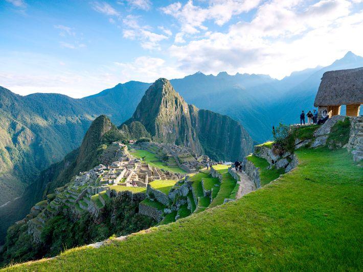 Para os destinos superlotados, como Machu Picchu, as experiências de realidade virtual podem ajudar a diminuir ...